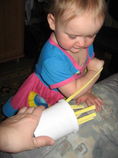 Девочка показывает все дырочки фото 472-871